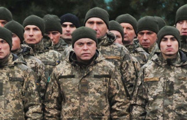 Украинские военные решили вернуть свои медали Порошенко