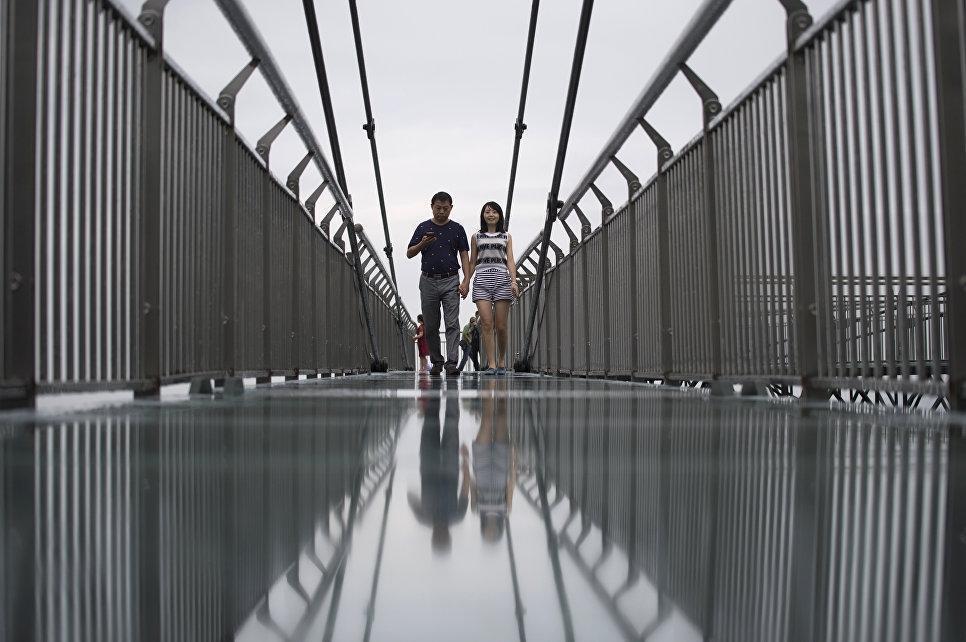 В Китае открыли самый высокий в мире мост из стекла