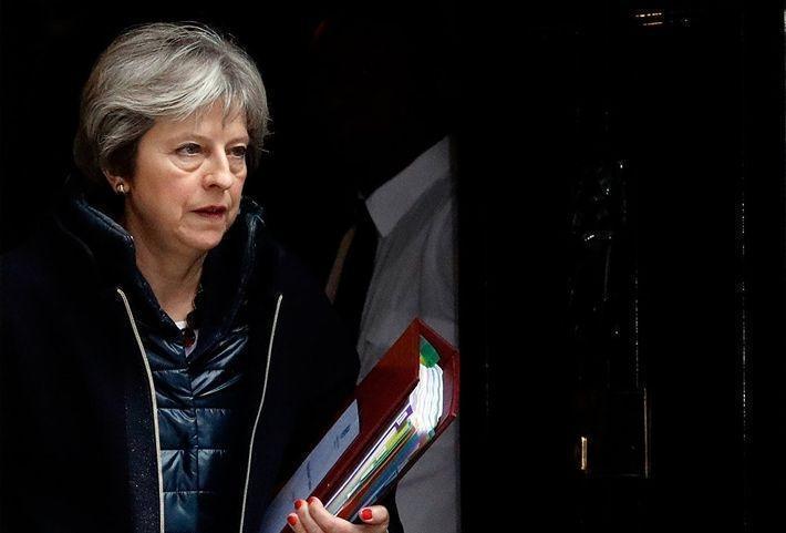 Британия приостанавливает двусторонние связи с РФ