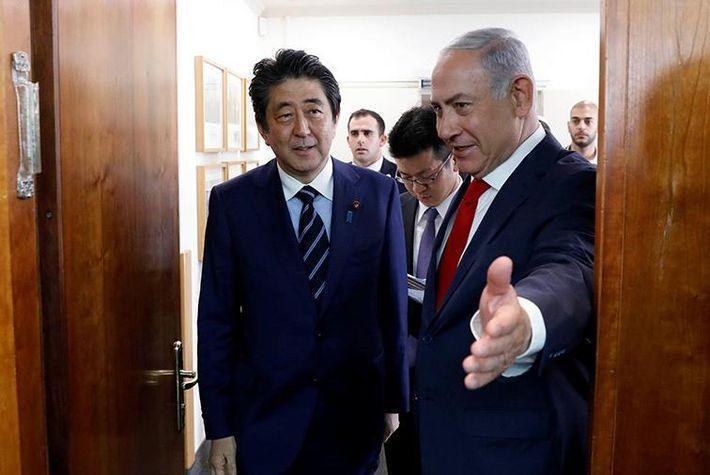 Личный повар Нетаньяху оскорбил Абэ во время совместного обеда политиков