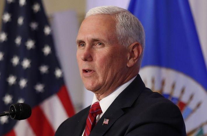 Пенс призвал завершить расследование российского вмешательства в выборы в США
