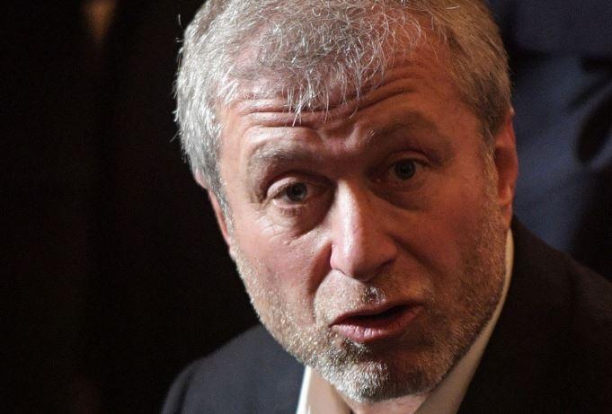 Telegraph: Для получения визы Абрамович обязан объяснить происхождение богатства