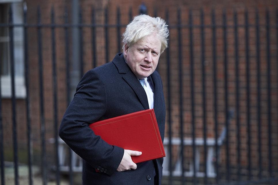 Джонсон рассказал пранкерам, что Лондон готовит новые санкции против российских олигархов