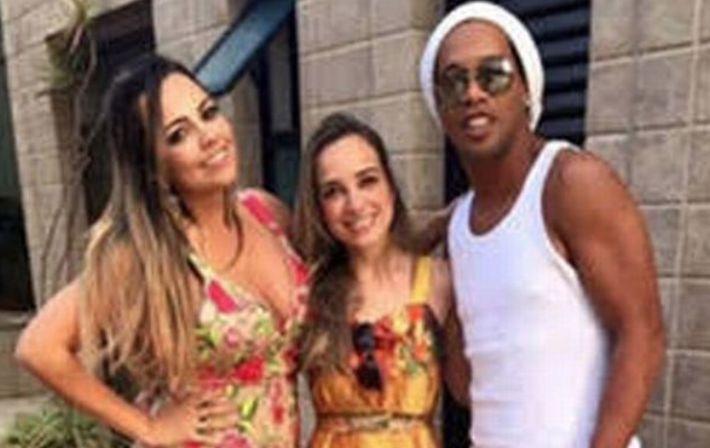 Звезда футбола Роналдиньо берет в жены двух девушек сразу