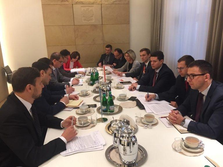 Украина и Польша объединились и вместе тявкнули на Россию