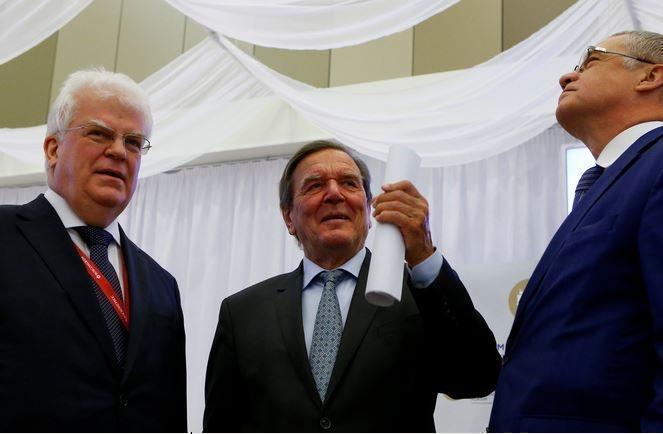 Шрёдер рассказал зачем Америка навязывает Европе свой газ