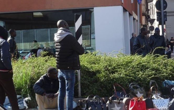 Италия не захотела принимать судно с сотнями беженцев