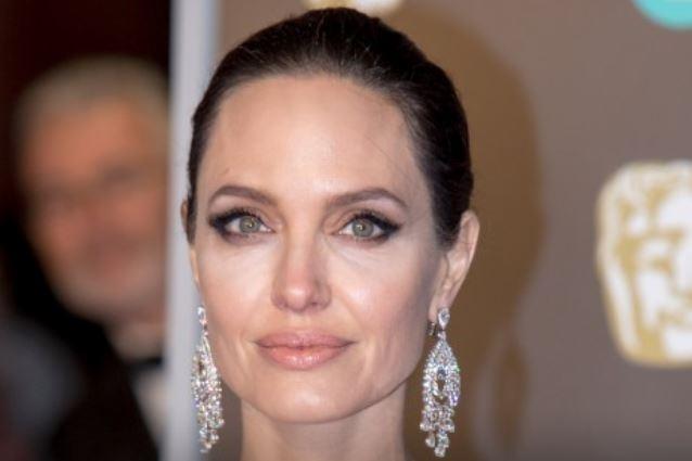 Страшный кризис из-за развода убивает Джоли