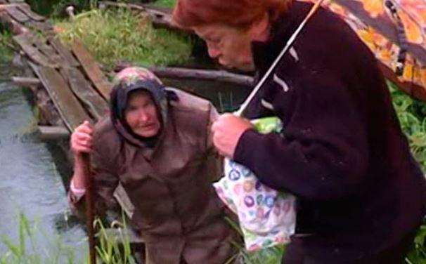 Орловские чиновники заставили 85-летнюю пенсионерку ползком идти до магазина (видео)