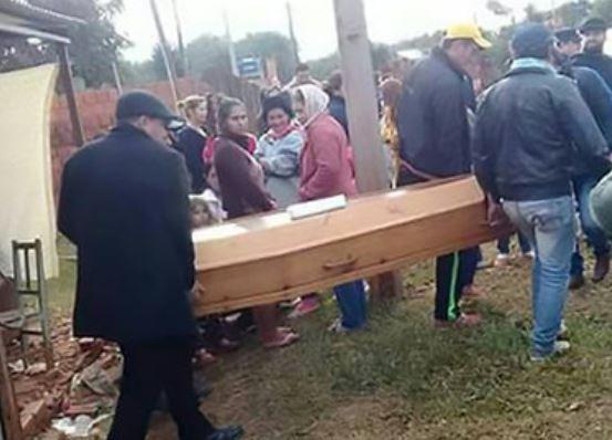 Живой мертвец. В Парагвае юноша явился на собственные похороны