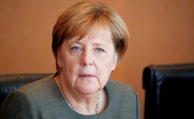 Немцы восстали против Меркель