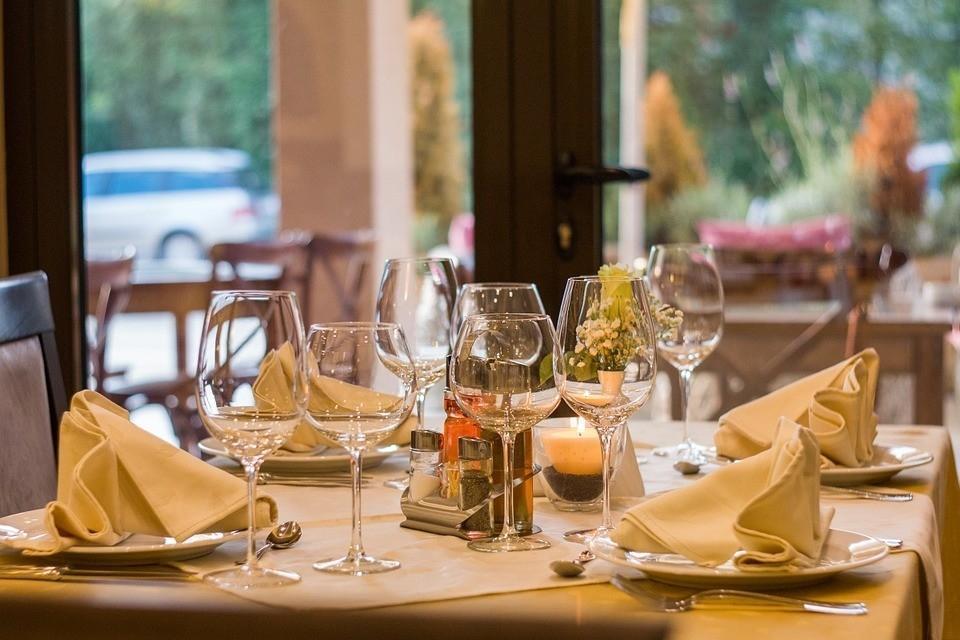 Владелица ресторана объяснила, почему выгнала пресс-секретаря Трампа