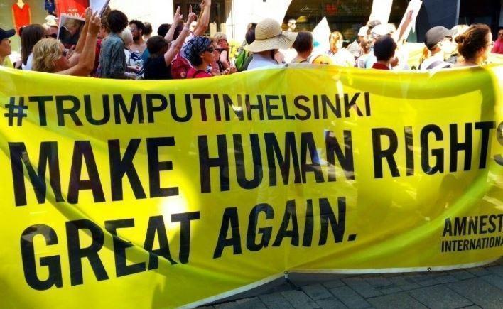 Митинги за и против Трампа одновременно прошли в Хельсинки