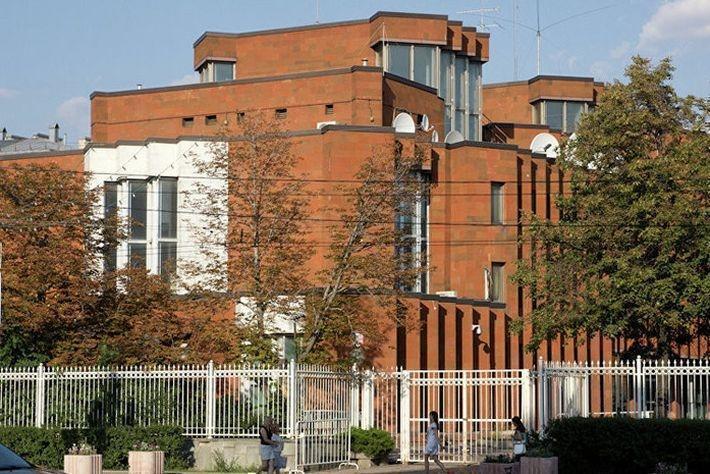Посольство Франции закрывает торговое представительство в РФ