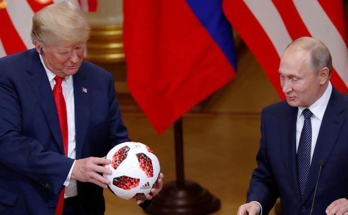 Сенатор США посоветовал проверить подаренный Путиным Трампу мяч на наличие «жучков»