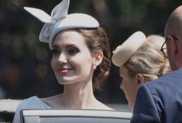Одинокая Джоли влюбилась в женатого актера