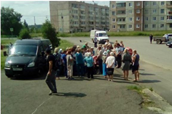 Россияне остались без воды и получают ее лишь по паспортам