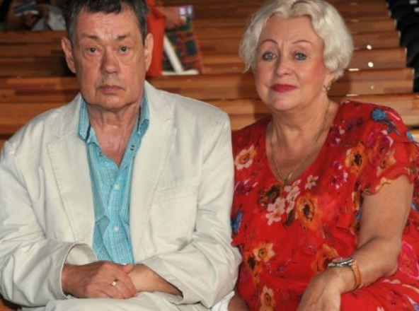 «Психиатр по ней плачет»: супруга Караченцова накинулась на любовницу мужа