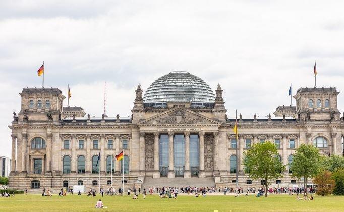 Немецкие политики сообщили, как нужно ответить ненадежному Трампу