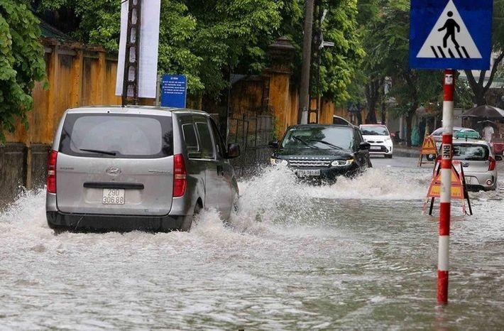Наводнения во Вьетнаме унесли жизни более десяти человек