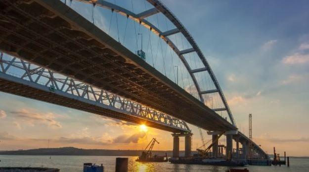 Жители РФ бьют тревогу: Крымский мост отходит от полуострова