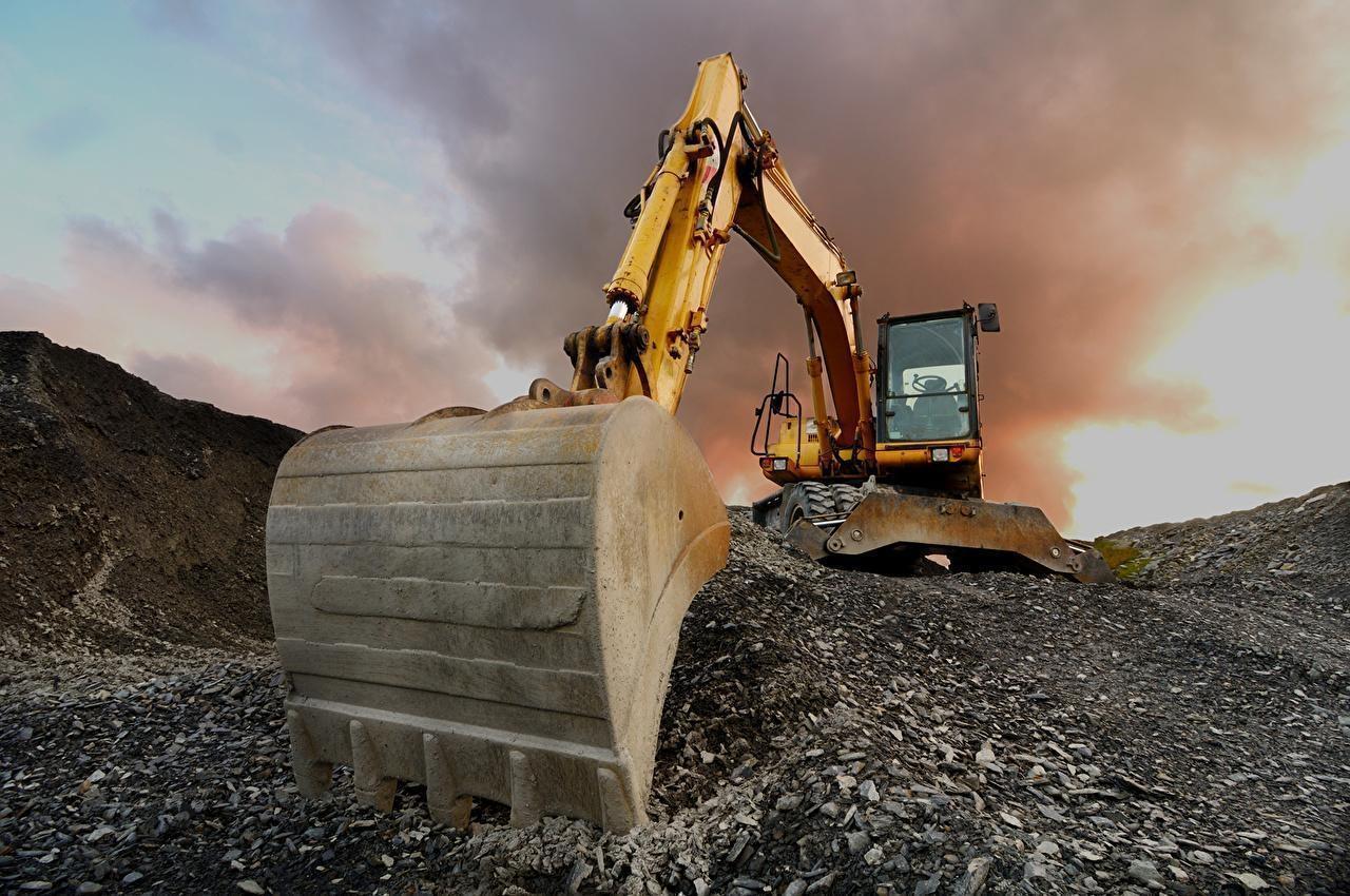 В Казахстане мужчина выжил после падения на него 80 тонн камней