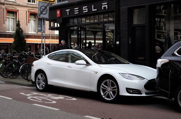 Tesla просит денег у поставщиков