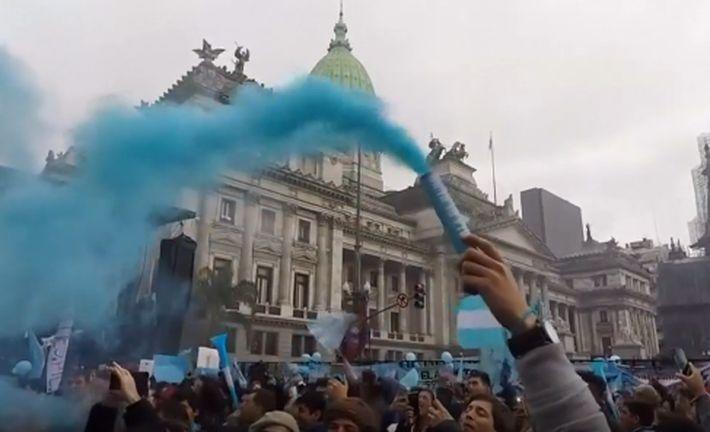 Сенат Аргентины отказался легализовать аборты