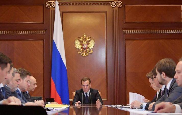 Медведев поведал о грядущих сложностях в экономике