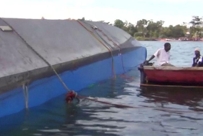 На озере Виктория при крушении парома погибли 136 человек