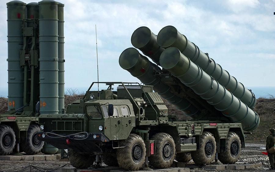 В Крыму началось боевое дежурство третьего дивизиона С-400. Видео