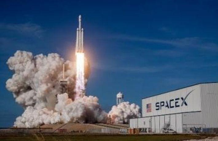 Илон Маск показал фото первой колонии землян на Марсе