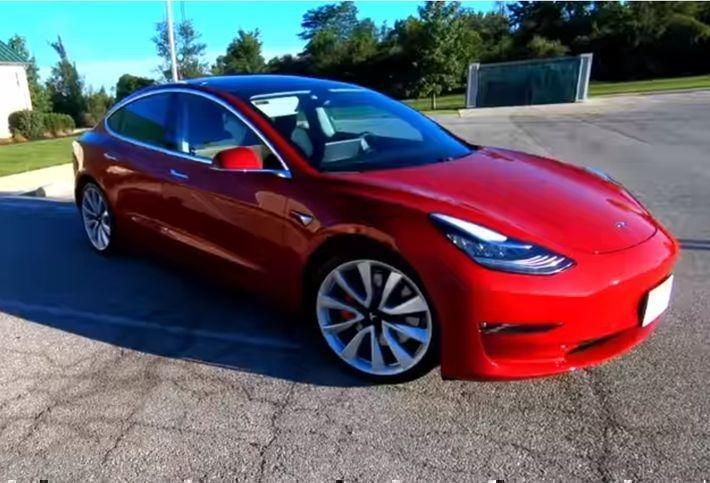 Tesla запускает бесплатный сервис для доставки электрокаров
