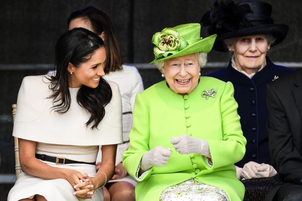 Королева Великобритании заставила Меган Маркл заморозить яйцеклетки