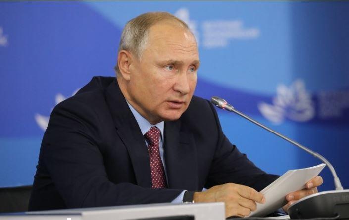 Путин порекомендовал Трампу искать виновника повышения цен на нефть в зеркале