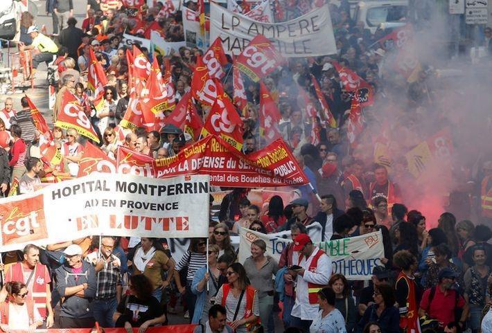 «Банализация Макрона»: Франция разочарована молодым президентом