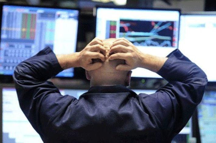 Обвал на Уолл-стрит: инвесторы избавляются от акций и долларов