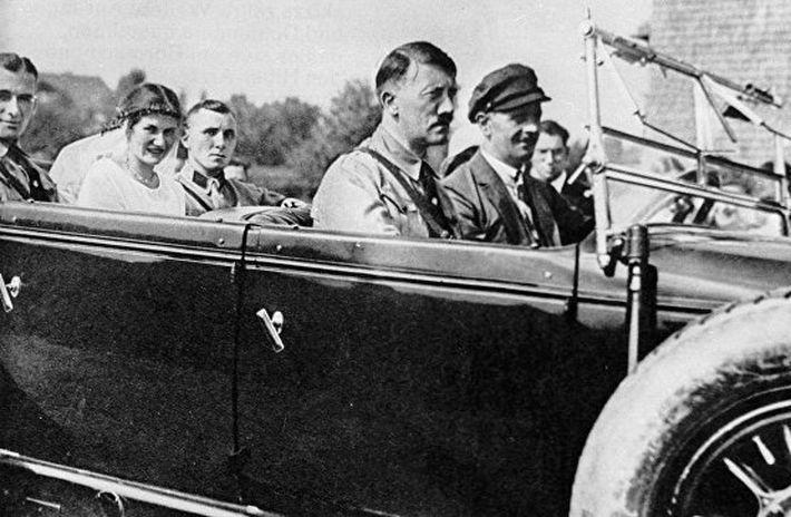 ЦРУ рассекретило сведения о сексуальной ориентации Адольфа Гитлера