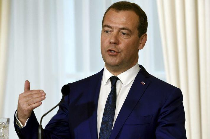 Медведев: Россия с уважением относится к Трампу