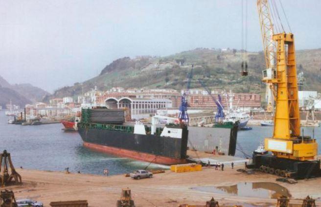 Китайский завод не захотел ремонтировать российское судно из-за санкций Америки