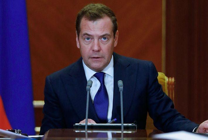 Медведев: санкции США - это объявление торговой войны