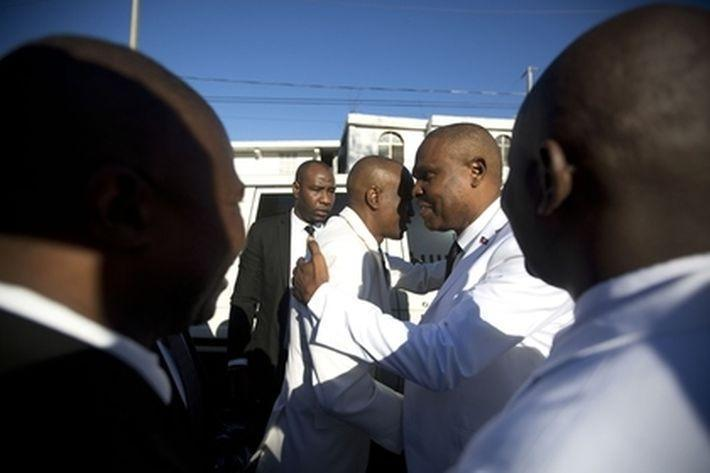 Неизвестные пытались застрелить президента Гаити