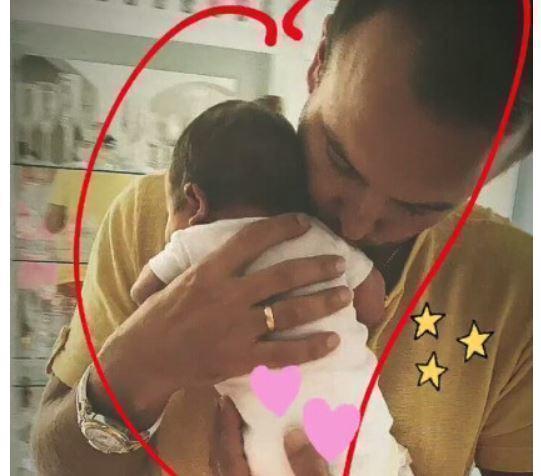 Певица Нюша поделилась снимком дочери