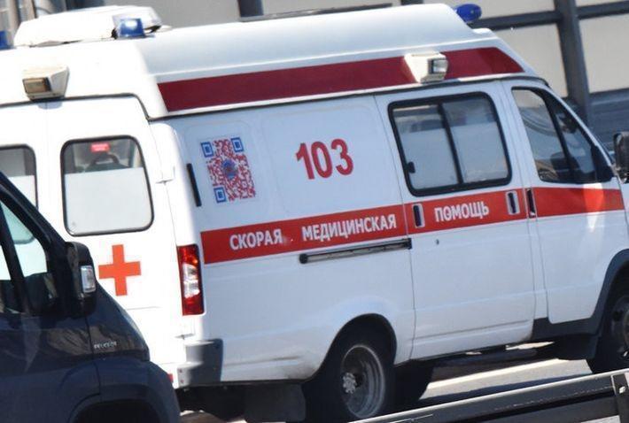 В Петербурге электричка сбила гулявших по путям подростков