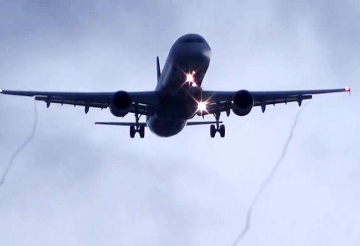 В небе над Москвой произошло опасное сближение двух пассажирских самолетов