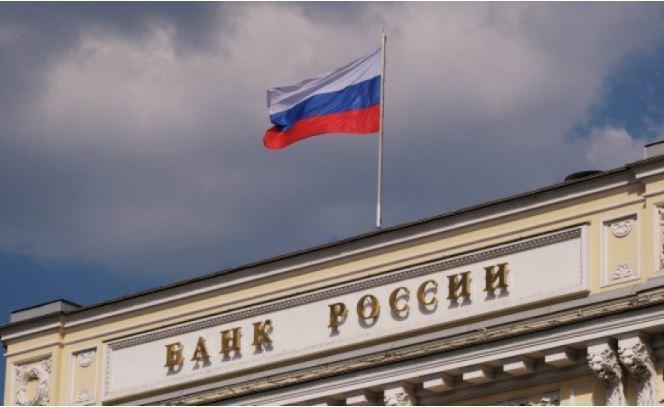 В Центробанке России рассказали, почему падающая нефть не ударила по рублю