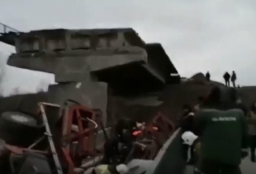 Появились кадры с места обрушения моста под Воронежем