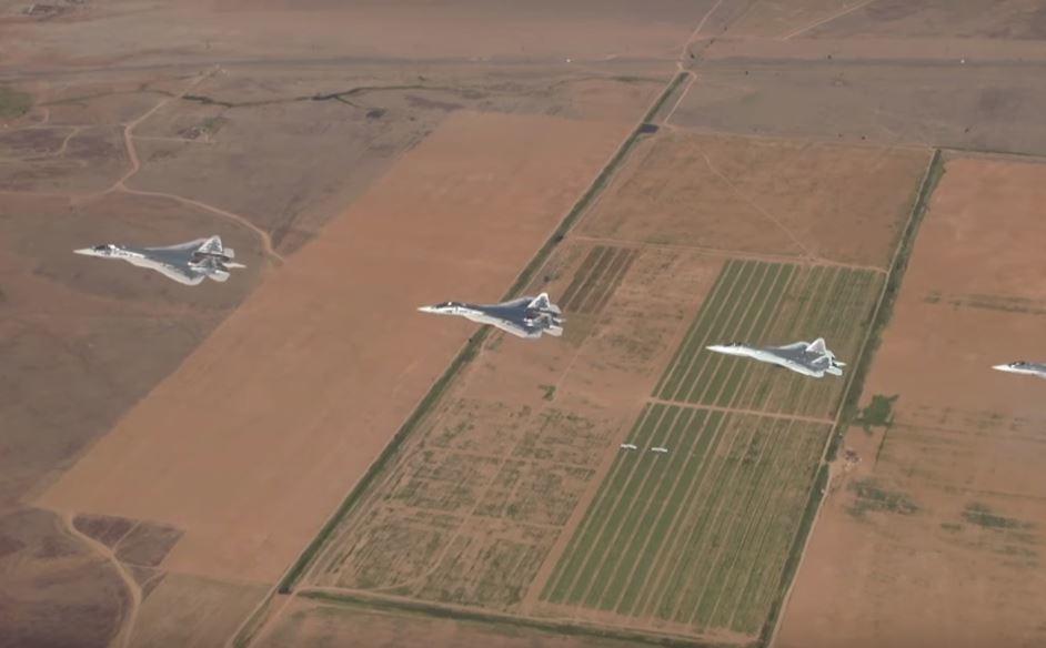 Маневры 4х новых СУ-57 сняли на видео