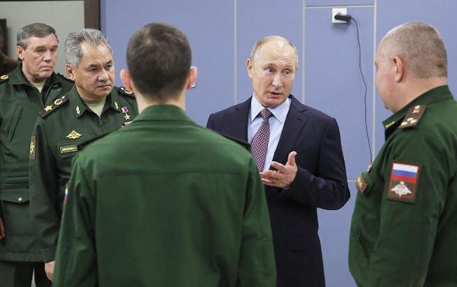 Путин поправил сделавшего неправильное ударение в слове курсанта