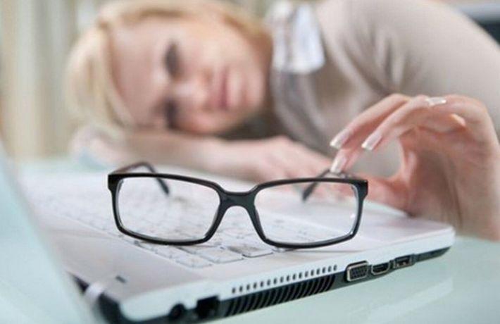 Альтернативный взгляд на вещи: 10 лайфхаков для тех, кто носит очки